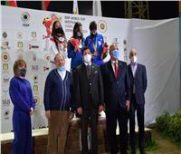 وزير الرياضة ورئيس اتحاد الرماية يسلمان جوائز فردي الاسكيت بكأس العالم | صور