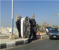 إصابة 3 اشخاص في حادث انقلاب سيارة نقل بالمنيا