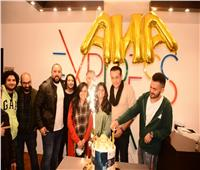 شاهد  أسامة منير يحتفل بكليب «أنا» في عيد ميلاده