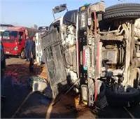 مستشفي المنيا: خروج 3 مصابينفي حادث انقلاب سيارة نقل