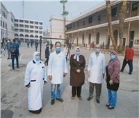 صور.. الفرق الطبية تستقبل الطلاب في أول أيام امتحانات نصف العام