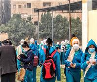 طالبات أولى ثانوي يؤدين امتحاني اللغة العربية والأحياء