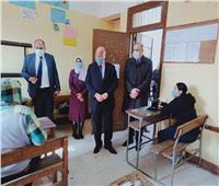 محافظ القاهرة يتفقد امتحانات الترم الأول للثانوية بنظام التابلت