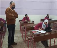 طلاب يؤدون امتحانات مادتي اللغة العربية والأحياء بالوايلي في القاهرة