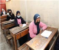طلاب التعليم الفني يؤدون أول امتحانات الفصل الدراسي الأول.. صور