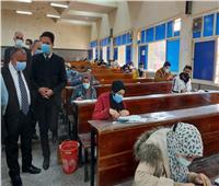 نرصد سير الامتحانات بكليات جامعة بنها وسط إجراءات الإحترازية