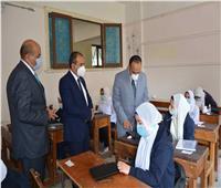 نائب محافظ المنيا يتابع سير امتحانات الصف الأول الثانوي باللجان