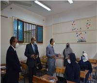 أولياء أمور يشكون مشكلات «التابلت» في امتحانات الثانوي بالمنيا