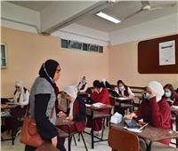 ٢.٣٣٣ طالبة يؤدون امتحانات «أولى ثانوي فني» بالوادي الجديد