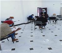 طلاب «آداب العريش» يطبقون الإجراءات الاحترازية أثناء الامتحانات