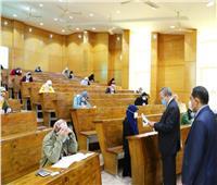 رئيس جامعة السويس يتفقد امتحانات الفصل الدراسي الأول