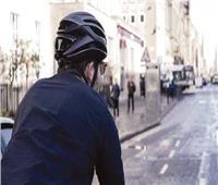 ابتكار نظارة خارقة تُساعد على رؤية الطريق من الخلف أثناء قيادة الدراجة