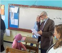 «وكيل تعليم الإسماعيلية» يتفقد اللجان الامتحانية ويشيد بالإجراءات الاحترازية