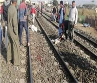 «اختل توازنها».. مصرع ربة منزل سقطت من قطار بمنشأة القناطر