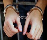 بعد ضبطه بملايين الجنيهات وترسانة أسلحة.. حبس أكبر تاجر مخدرات بالجيزة