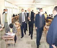 نائب رئيس جامعة بنها يتفقد سير الامتحانات في كلية الزراعة
