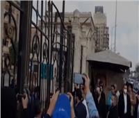 وصول أسرة الراحل يوسف شعبان لمستشفى العجوزة لتشييع جثمانه| فيديو