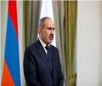 حشد من معارضي رئيس وزراء أرمينيا يقتحمون مبنى حكوميا