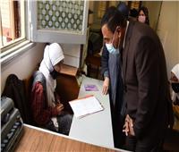 محافظ مطروح يتفقد سير امتحانات الصف الخامس الابتدائي والأول الثانوي