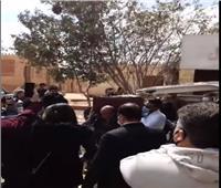 لحظة وصول جثمان يوسف شعبان لمثواه الأخير  فيديو