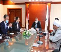 «الفقي» يعقد اجتماعا مع «مجلس الغرفة التجارية» بسوهاج لبحث مشاكلهم