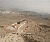 شاهد| إبداع الفراعنة في نحت 900 مقبرة بصخور الجبل