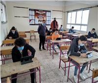 99.9 % من طلاب الثاني الثانوي يؤدون الامتحانات إلكترونيا بدمياط