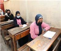محافظ بورسعيد يتابع سير الامتحانات بمدارس التعليم الفني
