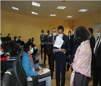 وزير التعليم العالي يتفقد عددا من لجان الامتحانات بالجامعات