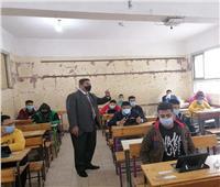 نصف مليون طالب بالصف الثاني الثانوي يؤدون امتحان «الأحياء والفلسفة»