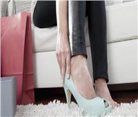 10 نصائح عند شراء حذاء جديد.. نهاية اليوم الوقت الأنسب