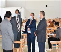 رئيس جامعة القناة يتفقد لجان إمتحانات الكلية المصرية الصينية