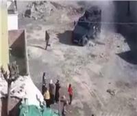 مدرعة تابعة للشرطة تحاول دهس طفل كردي جنوب شرق تركيا.. فيديو