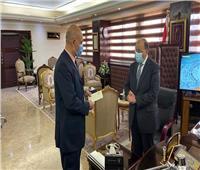بعد نشر قصته بـ«الأخبار».. وزير التنمية المحلية يستقبل «الدكتور الترزي»| صور
