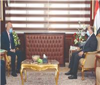 الرئيس السيسي يتابع قصة كفاح «الترزي الدكتور» بالأخبار.. ويوجه بمساعدته