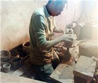 هنا «الفرستق».. «الروتين» يهدد قلعة صناعة الفخار والخزف