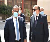جولة تفقدية لنائب رئيس جامعة عين شمس لشؤون الطلاب بكلية التربية