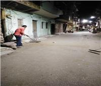 حملة نظافة ليليةلرفع تراكمات القمامة بشارع الحمام وسط مدينة الأقصر