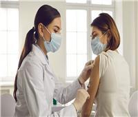 أطباء أمريكيون: إصابة بعض النساء بأورام بسبب لقاحات «كورونا»