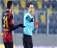 مدرب جالاتا سراي يفتح النار على حكم مباراة أنقرة بسبب طرد مصطفى محمد