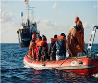 منظمة الهجرة: مهربون يلقون عشرات المهاجرين الأفارقة بالبحر