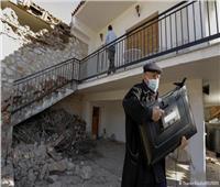 زلزال قوي يضرب وسط اليونان ويوقع 11 مصابا وانهيار بالمباني