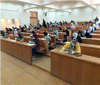 عميد «آداب عين شمس»: التزام الطلاب بارتداء الكمامات وتقليل العدد خلال الامتحانات