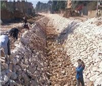 استمرار تبطين الترع والمصارف في محافظة أسيوط