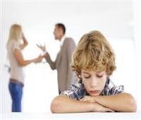 أبرزهم «الحزن والاكتئاب وفقدان الثقة».. ٱثار انفصال الوالدين على الأطفال