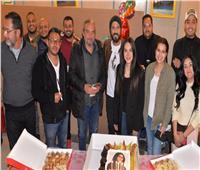فريق عمل مسلسل «كوفيد 25» يحتفل بعيد ميلاد إنجي علاء