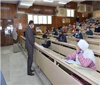 رئيس جامعة سوهاج: تطهيم وتعقيم اللجان قبل وبعد الامتحانات