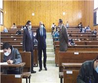 لليوم الثالث.. رئيس جامعة المنيا يتابع سير الامتحانات