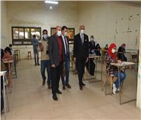 رئيس جامعة الأقصر يتابع سير امتحانات الفصل الدراسي الأول