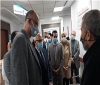 محافظ بورسعيد يشهد تلقي أول مواطن للقاح كورونا
